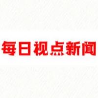4月27日,云南昆明,男子当孔雀面展示孔雀舞,孔雀:我当时害怕极了