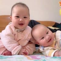 #双胞胎#都说有儿子有女儿的家庭,年轻人宠女儿多你是吗?